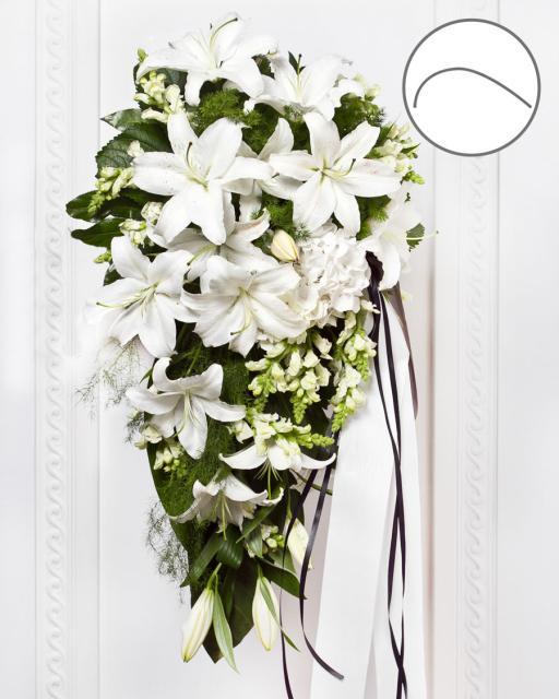 Bēru pušķis ar lentu un baltiem ziediem