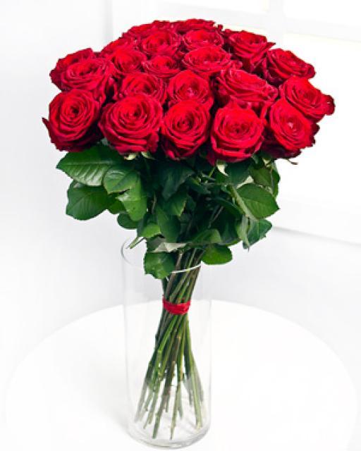 Pušķis no 12 sārtām rozēm
