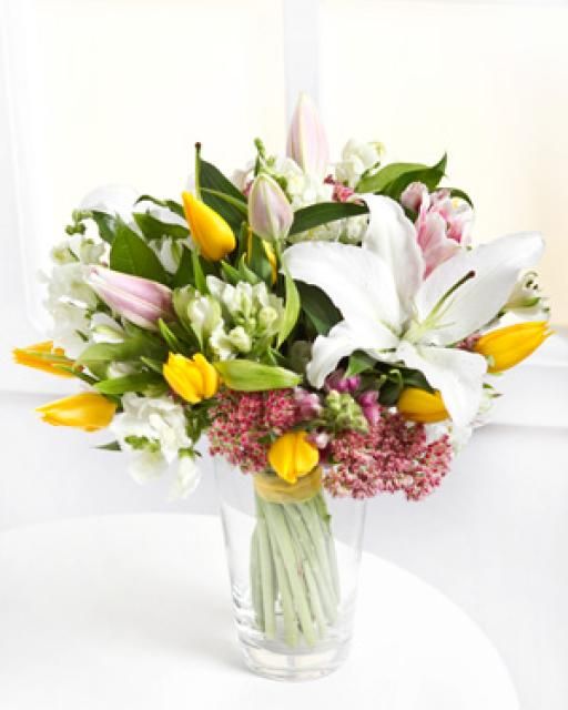 Krāsains jauktu ziedu pušķis