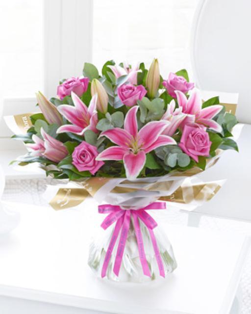 Rožu un liliju elegance