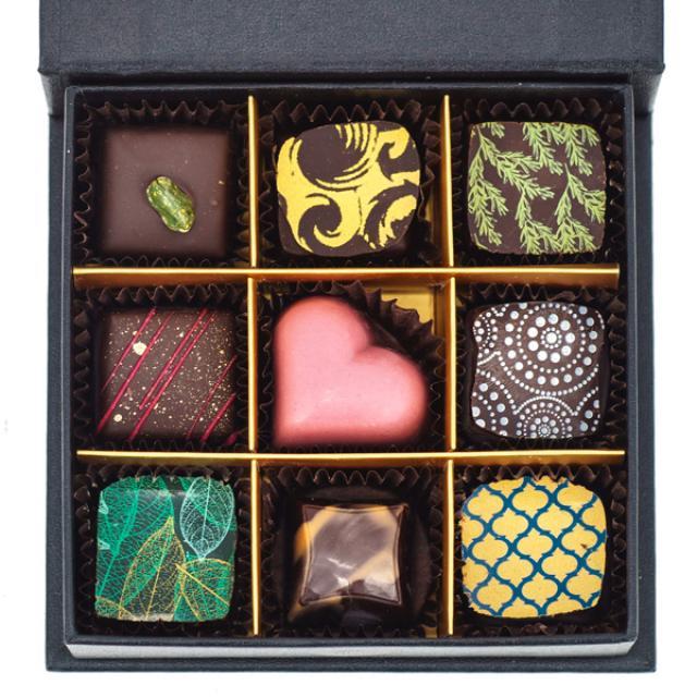 9 šokolādes konfektes