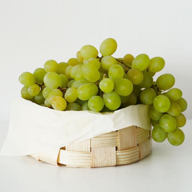 Grozs ar vīnogam